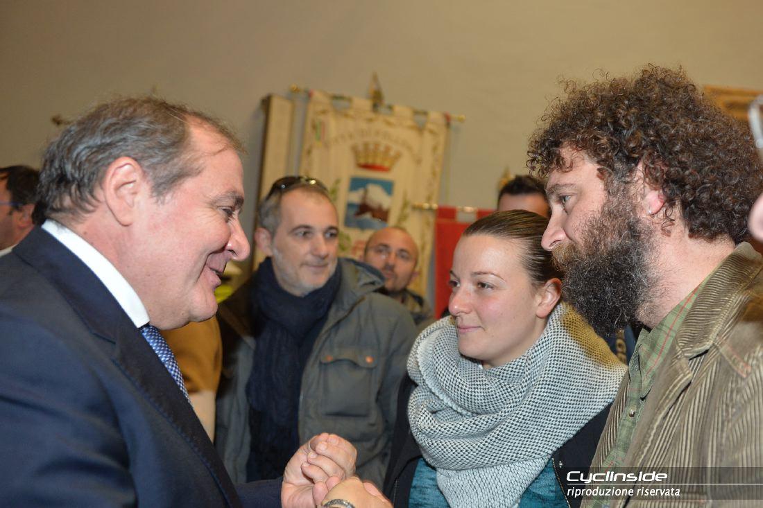 Mauro Vegni con i fratelli di Michele Scarponi